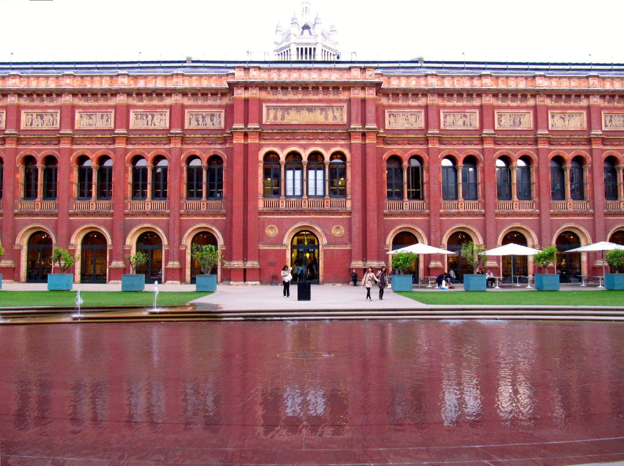 Courtyard at V&A Museum.
